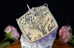 Srebrny wisior z kryształem dendrytycznym