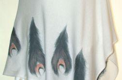 Ponczo wełną zdobione pawie pióra
