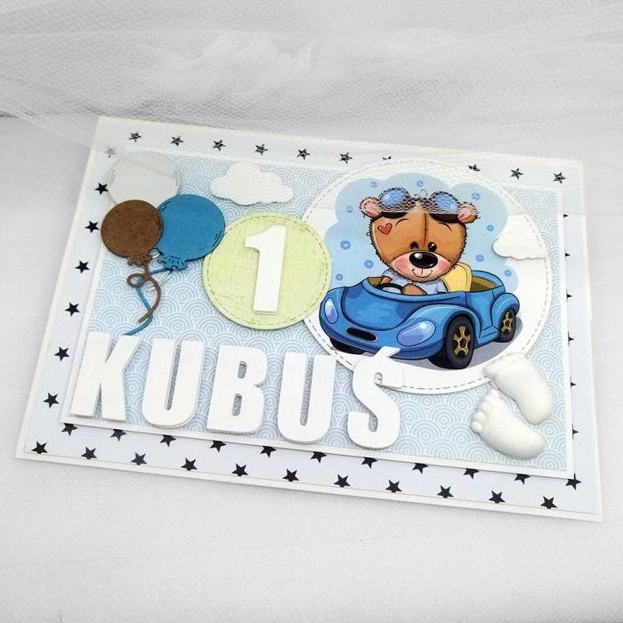Kartka dla chłopca urodziny z misiem UDP 043 - Kartka dla chłopca roczek urodziny z misiem w aucie urocza stojąca (4)