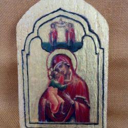 Mała ikona Maryi z dzieciątkiem na starej descze