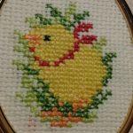 Haftowany obrazek z kurczaczkiem - Obrazek z haftowanym kurczaczkiem