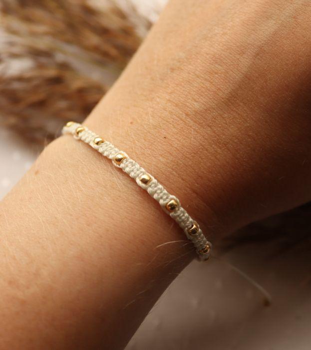Kremowa pleciona bransoletka złote kuleczki - sznurkowa bransoletka na nadgarstek