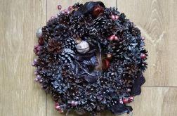 Wieniec jesienno-zimowo-świąteczny, z szyszek
