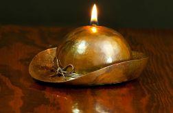 Lampa oliwna Kapelusz damski.