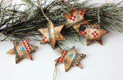 Drewniane gwiazdeczki choinkowe