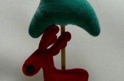 Choinka z czerwonym reniferem