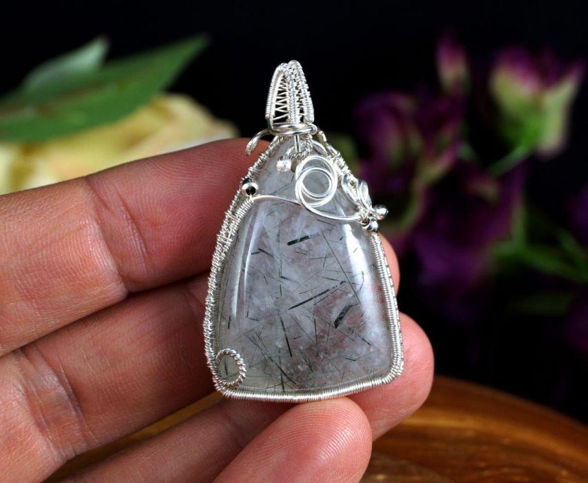 Kwarc, Srebrny wisior z kwarcem z turmalinem