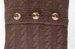 Poszewka robiona na drutach kolor jasny brąz