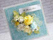 Rocznicowy bukiet kwiatów w błękicie