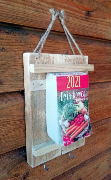 Organizer - deseczka z kalendarzem, haczyk