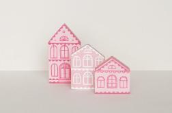 Drewniane ręcznie malowane domki - różowe