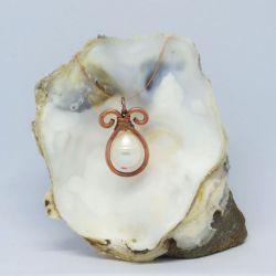 Miedziany naszyjnik z perłą