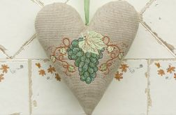 Rustykalnie-serce z zielonym winogronem