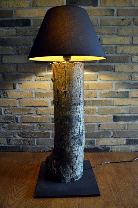 LAMPA PODŁOGOWA Z JESIONU