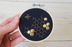 plaster miodu - haftowany obraz, tamborek