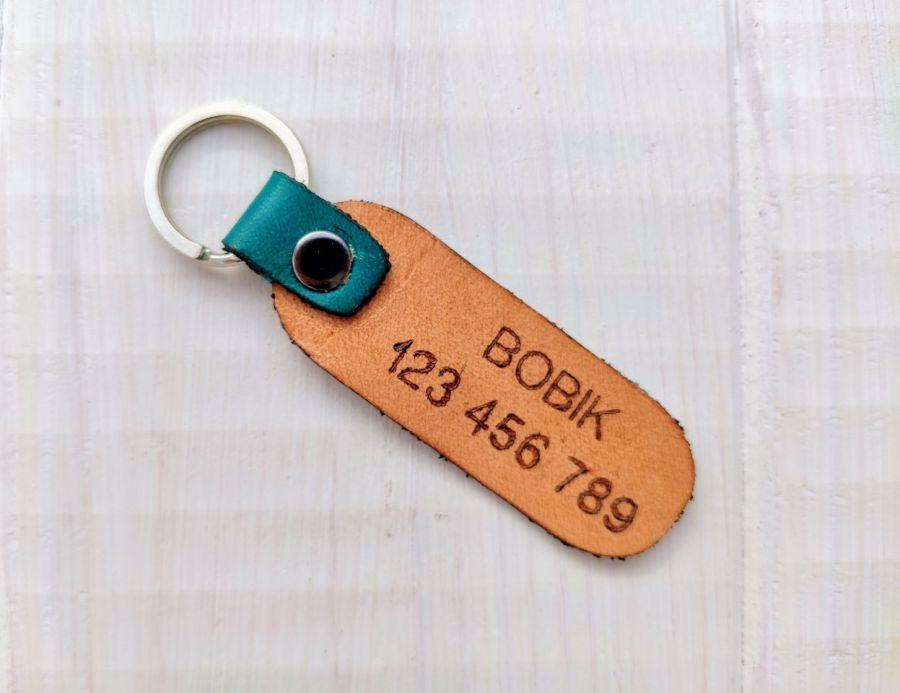 Skórzana adresówka- zawieszka rozmiar L