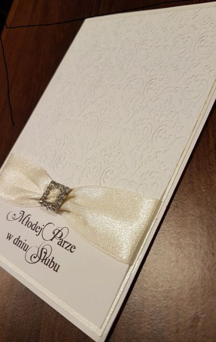 Kartka ślubna z tłoczonym wzorem z życzeniami