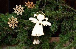 Aniołek wiszący #1 z wyciętym serduszkiem
