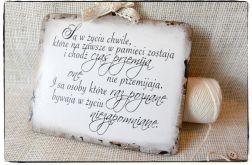 Tabliczka z napisem ~Są w życiu chwile...~