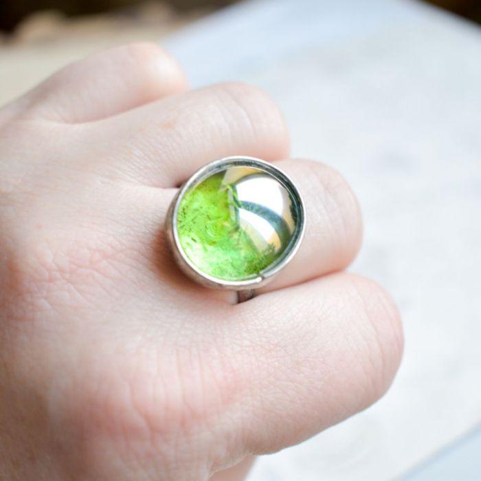 Gra w zielone  - pierścionek ze szkłem -