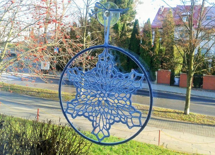 Zawieszka, dekoracja  szydełkowa gwiazdka - dekoracja na okno