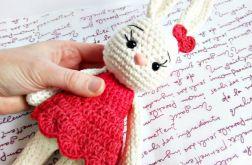 Kremowa króliczka Malwina w sukience