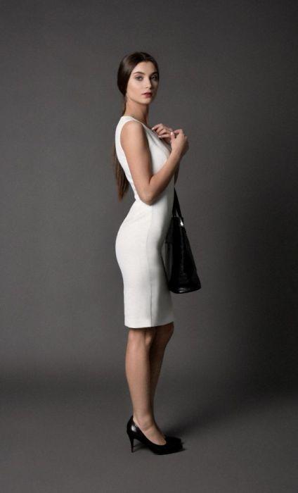 klasyczna sukienka MONIQUE / kremowa