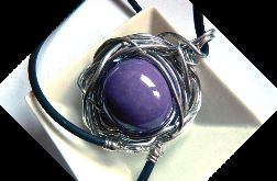 Liliowa kula, porcelana w drucie, wisior