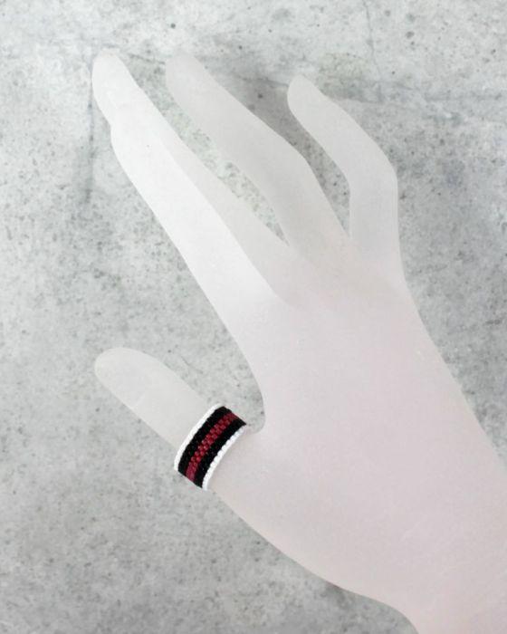 pierścionek różnokolorowy - na innym palcu