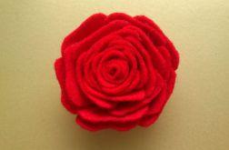 Broszka z filcu - czerwona róża