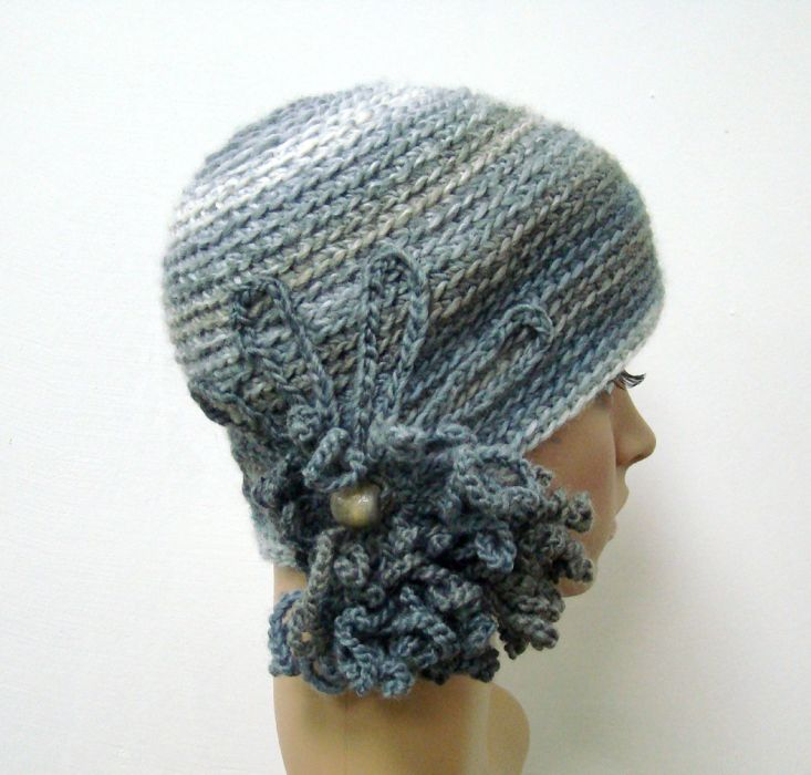 czapka w szarościach z ozdobą