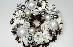Mały wianek bożonarodzeniowy biały