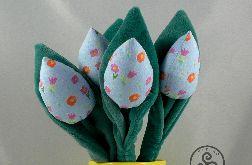 Tulipany niebieskie. Welurowe liście.