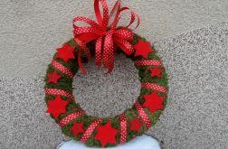 Wianek z mchu dekoracja bożonarodzeniowa