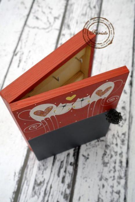 pudełko na klucze z tablicą koty zakochane