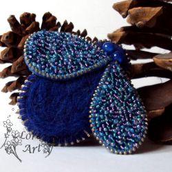 Szafirowa mucha- broszka z zamka (z opcją wisiora)