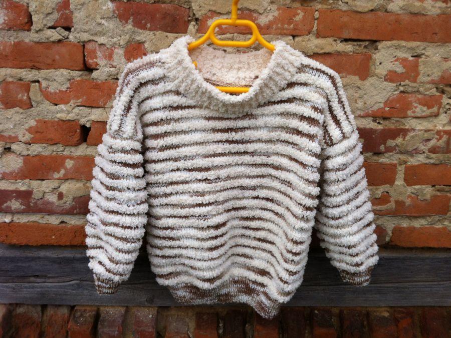 Sweterek dla dziecka na drutach