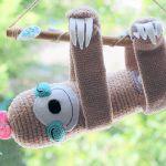 Zabawka LENIWIEC GIRL // crochet sloth