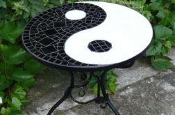 Stolik z mozaiką Yin-Yang