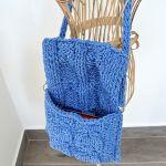Niebiesko-błękitna torebka z warkoczem
