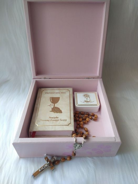 szkatułka-pamiątka I Komunii Św. z aniołkami - w uzyciu