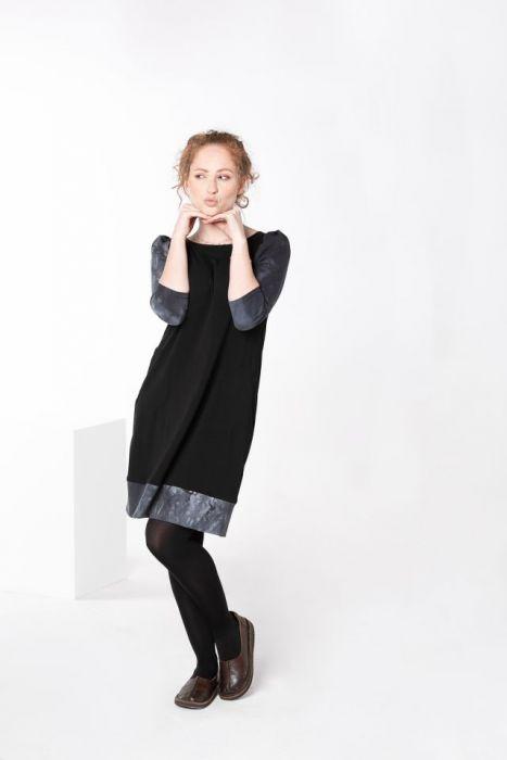 Sukienka czarna z marszczonymi rękawami