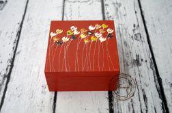 pudełko z czterema przegródkami