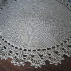 Dywan ze sznurka z koronką ecru