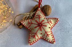 Dekoracja świąteczna z filcu z ozdobnym haftem - wzór 022