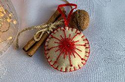 Dekoracja świąteczna z filcu z ozdobnym haftem - wzór 023
