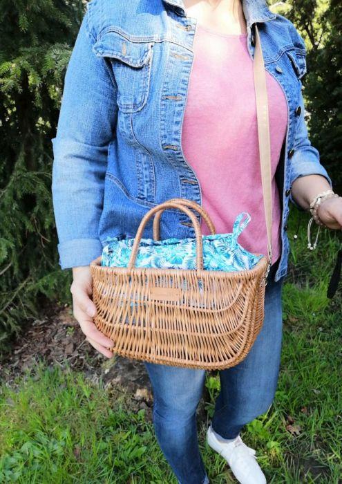 Koszyk,kuferek z wikliny w liście.