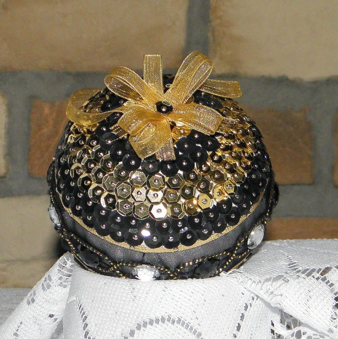 Bombka cekinowa czarno - złota
