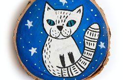 Kotek ilustracja malowana na drewnie.