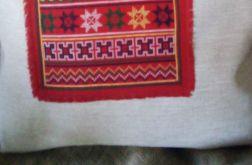 Stylowa poduszka z haftowanym wzorem folkowym